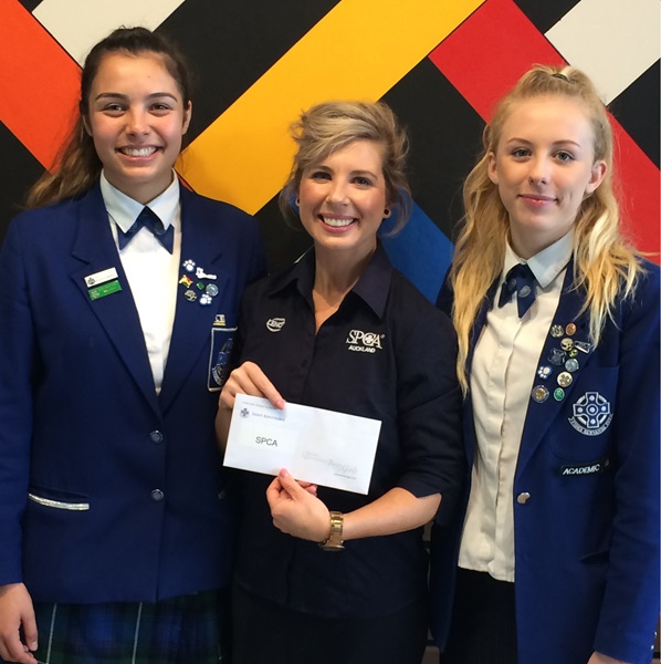 Students at Saint Kentigern Girls' School raised money for SPCA by holding a bake sale!
